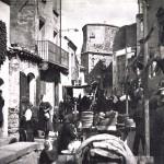 Piazza Città dell'Aquila ex Corso Umberto I. Mercato in piazza. Anni 30