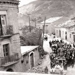 Processione con la statua di San Nicola. Anni 40