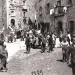 La processione in piazza. Anno 1929