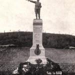Monumento ai caduti. Campo sportivo. Anni 40